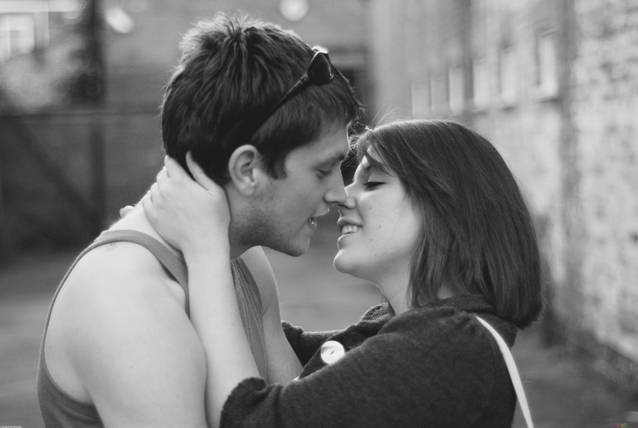 صور قبلات العشاق