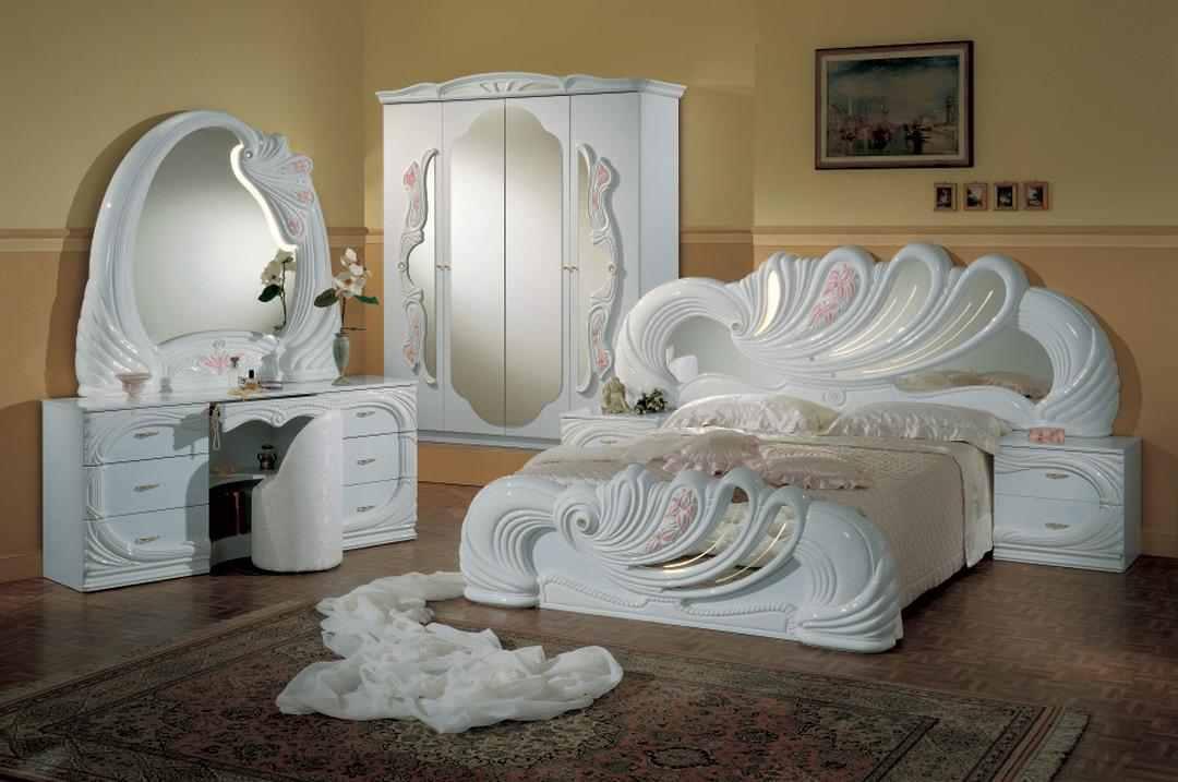صورة غرف نوم ابيض وذهبي , الوان بطابع عصرى و مميز