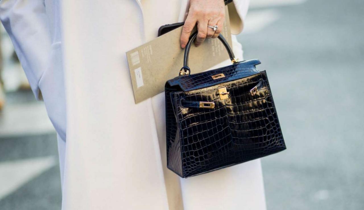 نتيجة بحث الصور عن الحقيبة السوداء في المنام لابن سيرين ,