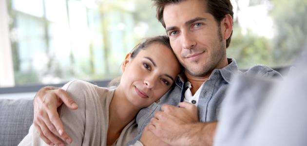 صورة طرق التعامل مع الزوجة , كيف تحتوى زوجتك لدوام بريقها