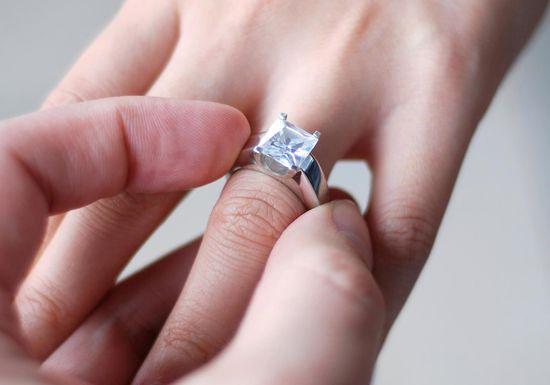 صورة تفسير الاحلام خاتم الماس , ارتداء خاتم الماس في المنام