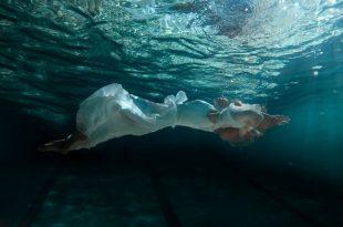 صورة السقوط في الماء في المنام , ما يدل تفسير حلم السقوط فى الماء