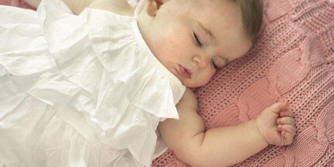 صورة نوم الرضيع في الشهر الاول , الاشهر الاولى بعد الولاده